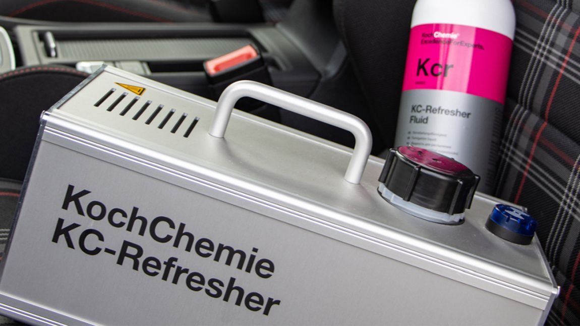 KochChemie KC-Refresher auf dem Fahrersitz